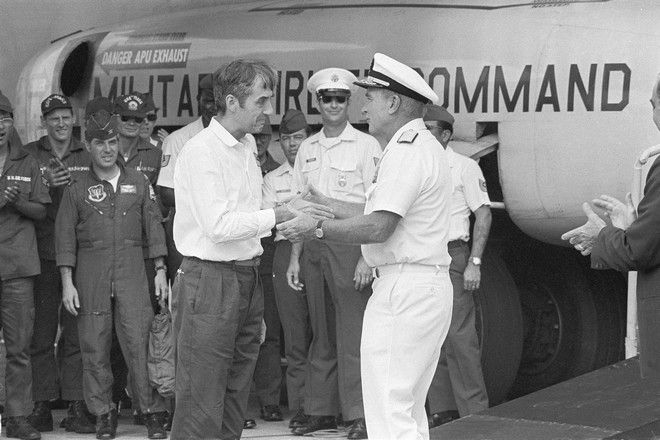 FILE - In this March 28, 1973, file photo, Adm. Noel Gayler, right, welcomes Ernest G. Brave on his arrival in Tokyo from Hanoi. Brace, who was captured flying supplies to a base in Laos for the CIA during the Vietnam War and spent more than a year in a prison out outside of Hanoi tapping code through a wall to Sen. John McCain, has died Friday, Dec. 5, 2014, in Klamath Falls, Ore., his family said. He was 83. (AP Photo/File)