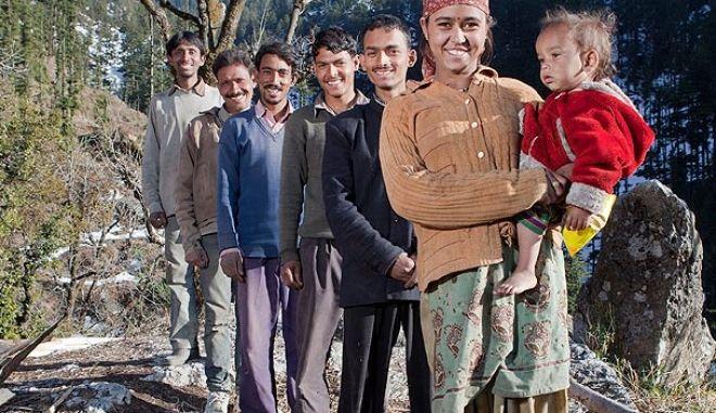 Νεαρή Ινδή παντρεύτηκε πέντε αδέρφια