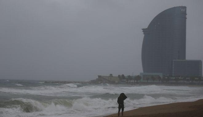 Καταιγίδα στις ακτές της Ισπανίας.