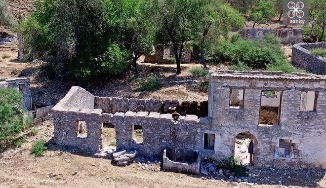 Το πέρασμα του Εγκέλαδου: Το ερειπωμένο χωριό - φάντασμα της Ελλάδας