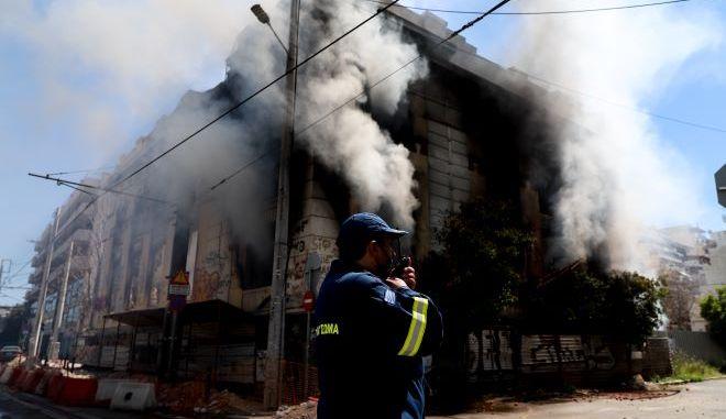 Κτήριο που πήρε φωτιά στην Ομηρίδου Σκυλίτση