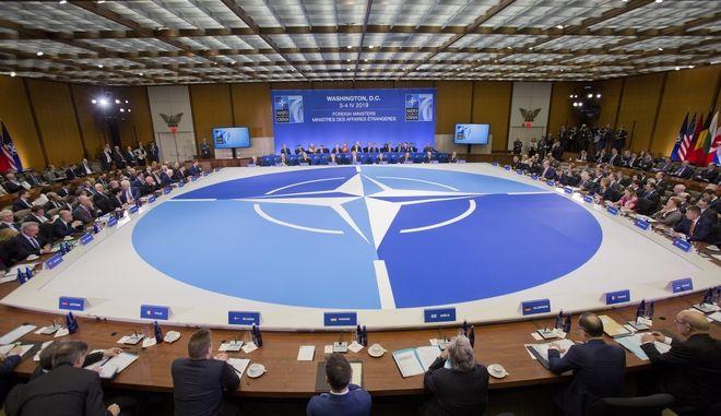 Στιγμιότυπο από συνεδρίαση του ΝΑΤΟ