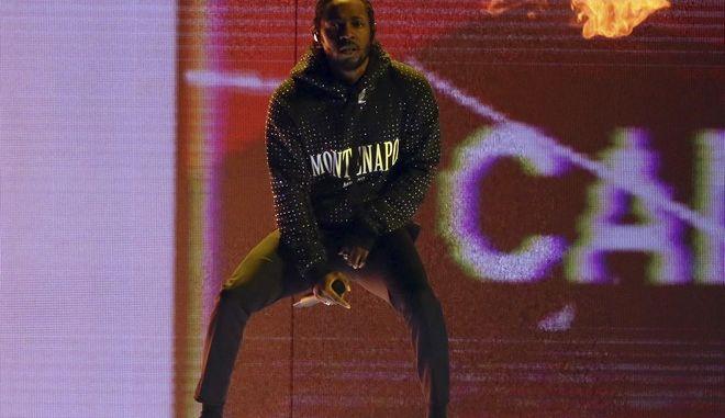 Ο Kendrick Lamar στην εμφάνιση του στα Brit Awards 2018 (Joel C Ryan/Invision/AP)