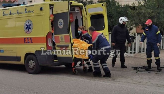 Λαμία: Αυτοκίνητο άρπαξε φωτιά - Λιποθύμησε ο οδηγός