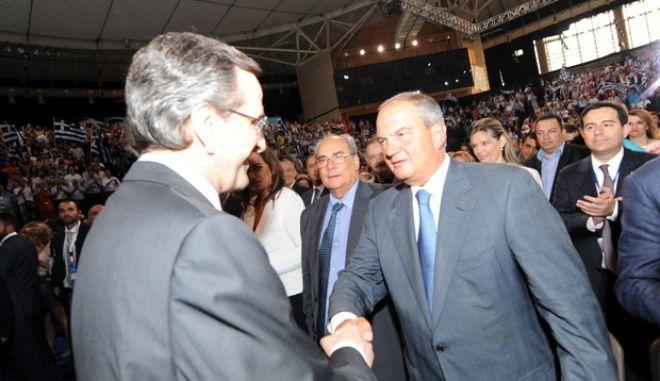 Με σύνθημα «Νέα Δημοκρατία - Νέα Ελλάδα» άνοιξετην Παρασκευή 28 Ιουνίου 2013, η αυλαία των τριήμερων εργασιών του 9ου συνεδρίου της Ν.Δ. στο γήπεδο Ταε Κβον Ντο στο Φάληρο. Στο συνέδριο αναμένεται να δώσουν το «παρών» πάνω από 4.000 στελέχη από όλη τη χώρα. Οι εργασίες θα ολοκληρωθούν την Κυριακή με την ψηφοφορία για την ανάδειξη των αιρετών μελών της νέας Πολιτικής Επιτροπής του κόμματος, ενώ το επόμενο Σαββατοκύριακο θα αναδειχθεί ο νέος γραμματέας του κόμματος και η Εκτελεστική Επιτροπή.  (EUROKINISSI/ΑΝΤΩΝΗΣ ΝΙΚΟΛΟΠΟΥΛΟΣ)