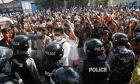 Μαζικές διαδηλώσεις κατά της χούντας στη Μιανμάρ