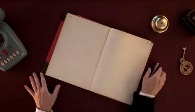"""Room Service Πλιζ"": Ο Αλέξανδρος Ρήγας επιστρέφει με το remake του ""Κόκκινου Δωματίου"""