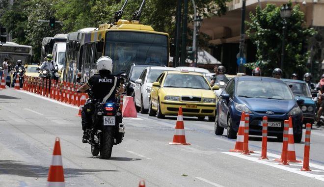 Κίνηση στο κέντρο της Αθήνας (EUROKINISSI/ΓΙΩΡΓΟΣ ΚΟΝΤΑΡΙΝΗΣ)