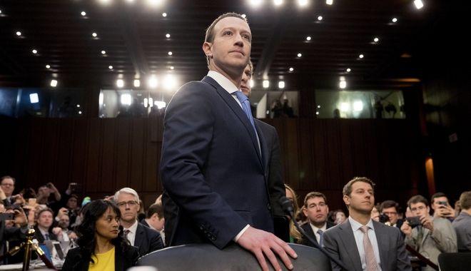 Ο CEO της Facebook, Mark Zuckerberg στο Κογκρέσο κατά την κατάθεσή του για το σκάνδαλο με την Cambridge Analytica