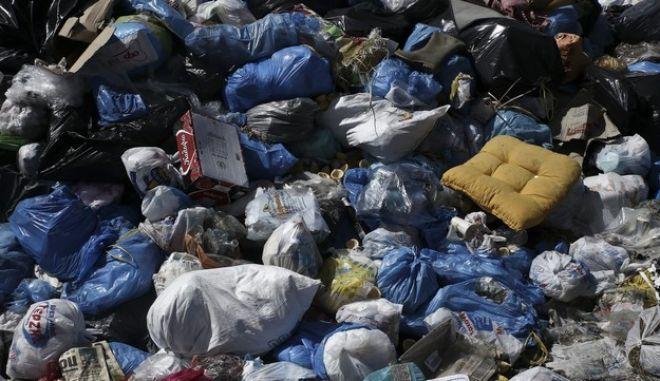 Ο Μπουτάρης ή οι συνδικαλιστές είναι όργανα της μαφίας των σκουπιδιών;