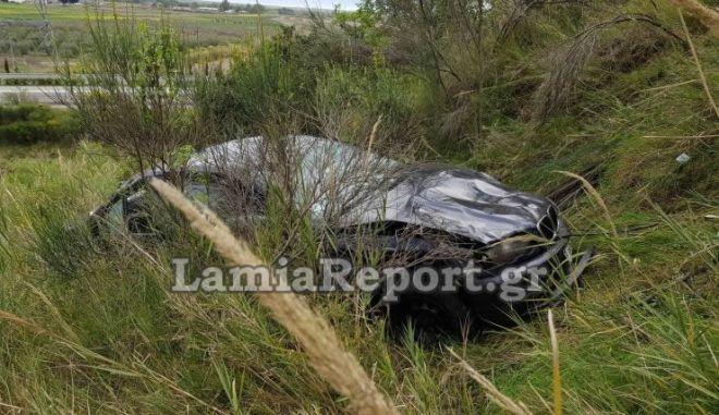 Αυτοκίνητο έπεσε σε γκρεμό στην Εθνική Οδό Λαμίας - Ιτέας