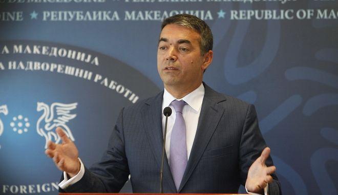 Ο υπουργός Εξωτερικών της ΠΓΔΜ, Νίκολα Ντιμιτρόφ κατά τη διάρκεια συνέντευξης Τύπου
