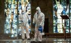 Καθαρισμός εκκλησίας στην Ιταλία