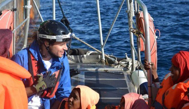 Ακύρωσαν παρασημοφόρηση διασώστη προσφύγων από την ΠτΔ -Σάλος και για τα tweet Μπογδάνου