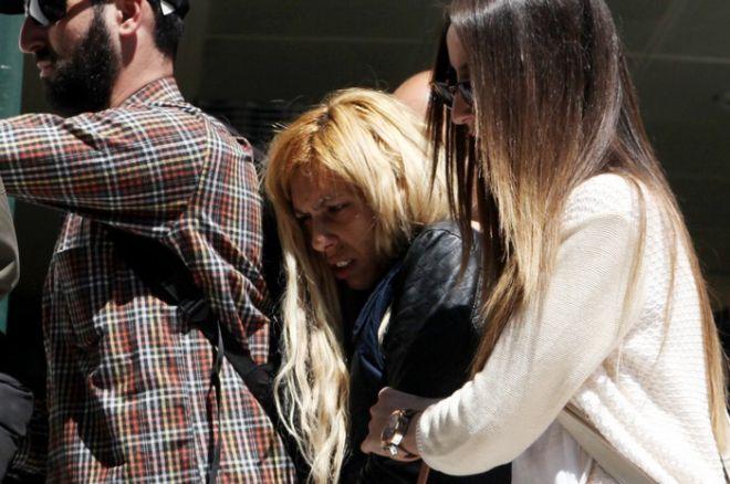 Ο 27χρονος πατέρας και η 24χρονη μητέρα της 4χρονης Άννυς Μπορίσοβα οδηγούνται στον εισαγγελέα την Τρίτη 5 Μαΐου 2015, για να απολογηθούν για την δολοφονία της. Σε βάρος της μητέρας σχηματίστηκε δικογραφία για έκθεση ανηλίκου σε κίνδυνο, γιατί το διάστημα που έγινε η δολοφονία αυτή απουσίαζε στη Γερμανία.  (EUROKINISSI/ΑΛΕΞΑΝΔΡΟΣ ΖΩΝΤΑΝΟΣ)