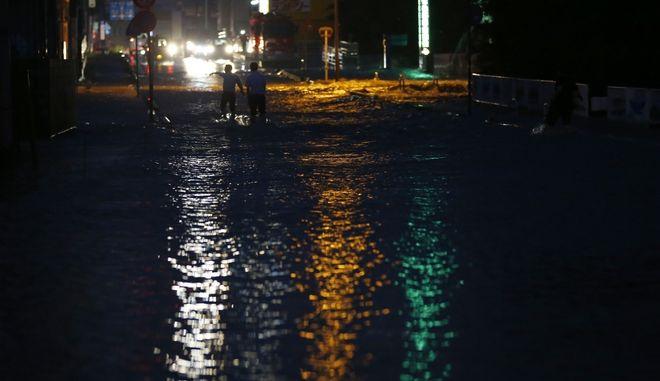 """62 νεκροί και δεκάδες αγνοούμενοι από τις """"άνευ προηγουμένου"""" βροχοπτώσεις"""