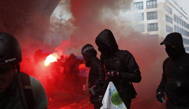 Συγκρούσεις διαδηλωτών και αστυνομίας στη Γαλλία