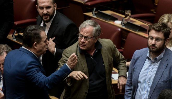 Το πειθαρχικό μέτρο της αποβολής από την αίθουσα της Ολομέλειας επέβαλε ο προεδρεύων στον βουλευτή του ΣΥΡΙΖΑ Κωνσταντίνο Μάρκου.