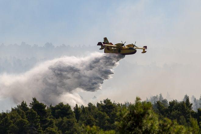 Συνεχίζονται για 2η μέρα οι προσπάθειες κατάσβεσης της μεγάλης πυρκαγιάς στην Εύβοια