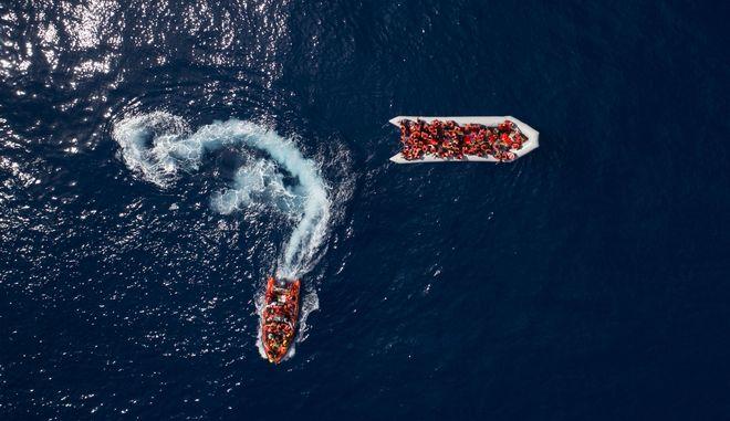 Βάρκα με μετανάστες στο Αιγαίο