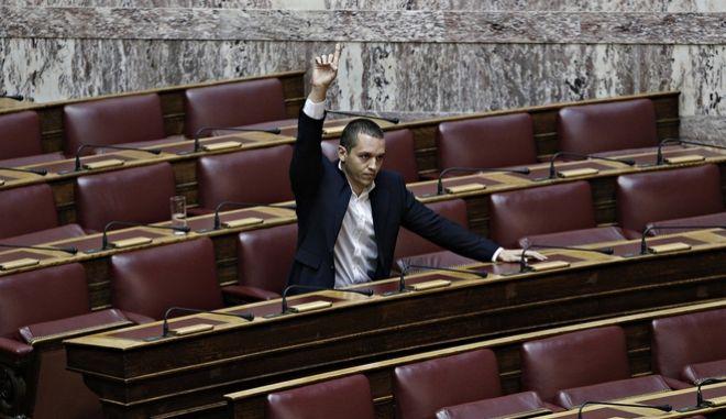 Βουλή: Στην Επιτροπή Δεοντολογίας στέλνει ο Βούτσης τον Κασιδιάρη