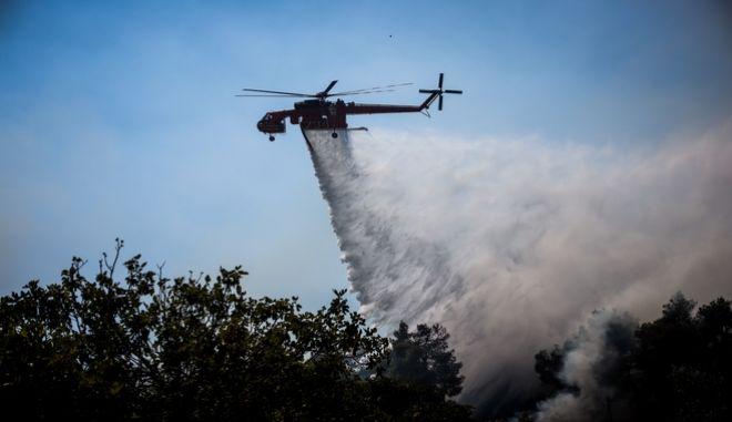 Ελικόπτερο της Πυροσβεστικής επιχειρεί σε φωτιά - Φωτό αρχείου