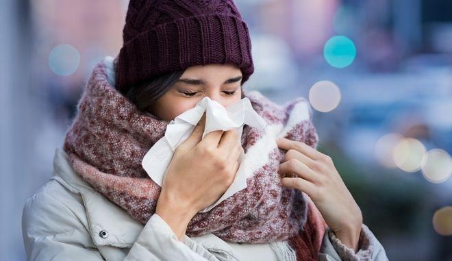 Κορονοϊός: Η επιδημία εκμηδένισε τη γρίπη και θεράπευσε το κρυολόγημα