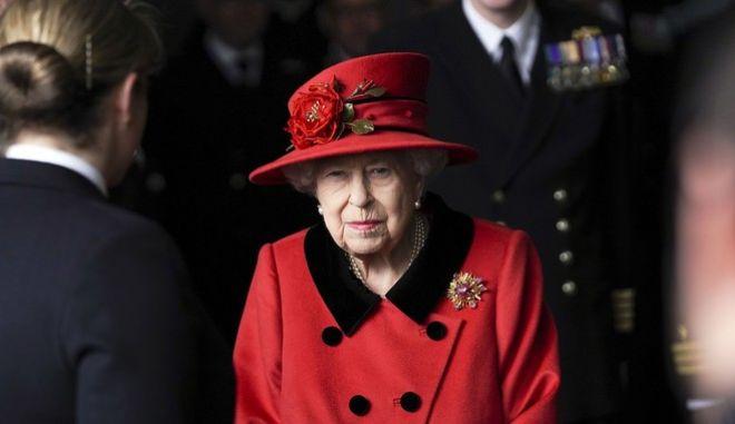 Η Βασίλισσα Ελισάβετ στην επίσκεψη της στη βασιλική ναυτική βάση του Πόρτσμουθ, στις 22/5 του 2021.