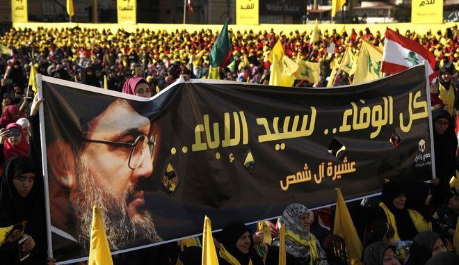 Υποστηρικτές της Χεζμπολάχ με πανό υπέρ του ηγέτη της Χασάν Νασράλα