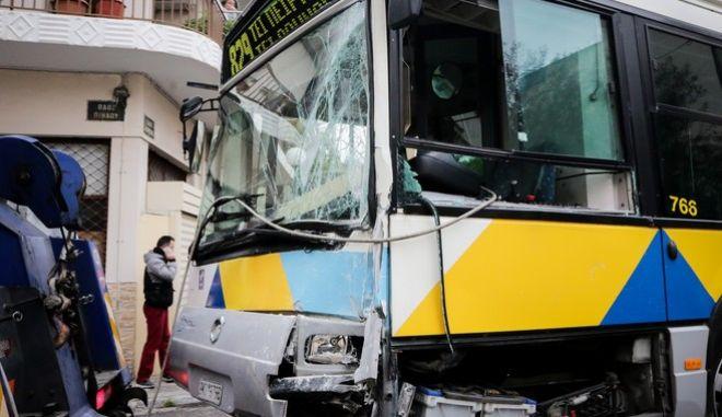 Σύγκρουση δύο λεωφορείων του ΟΑΣΑ στη συμβoλή των οδών Κορυτσάς και Πίνδου στο Αιγάλεω