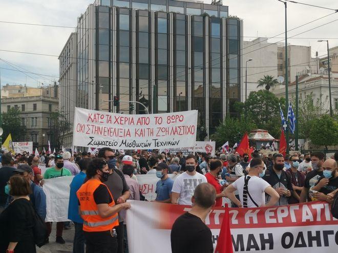 Στον δρόμο για το 8ωρο - Ξεκίνησαν οι συγκεντρώσεις στην Αθήνα, μαζική η κινητοποίηση του ΠΑΜΕ