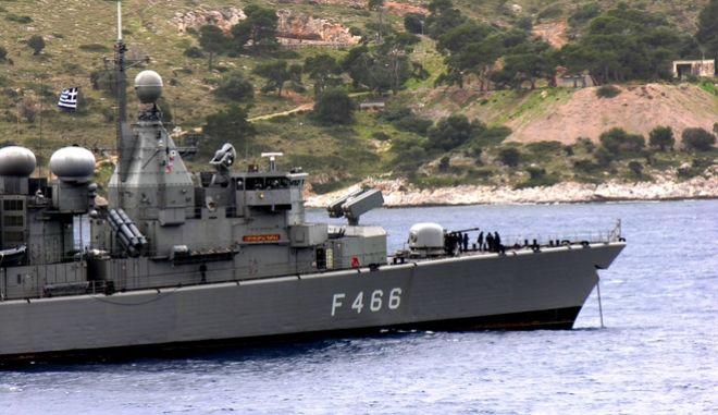 "H φρεγάτα F-466 ""ΝΙΚΗΦΟΡΟΣ ΦΩΚΑΣ"" που παρακολουθεί τις κινήσεις του τουρκικού ερευνητικού Barbaros στα όρια της κυπριακής ΑΟΖ"