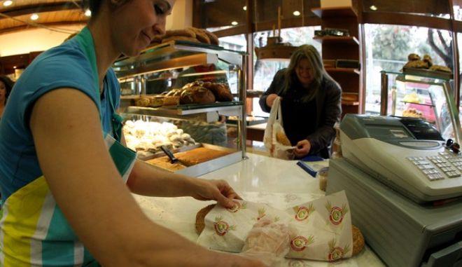 Ανοιχτοί από το πρωί σήμερα οι φούρνοι για την παραδοσιακή λαγάνα,Κ.Δευτέρα 27 Φεβρουαρίου 2012 (EUROKINISSI/ΤΑΤΙΑΝΑ ΜΠΟΛΑΡΗ)