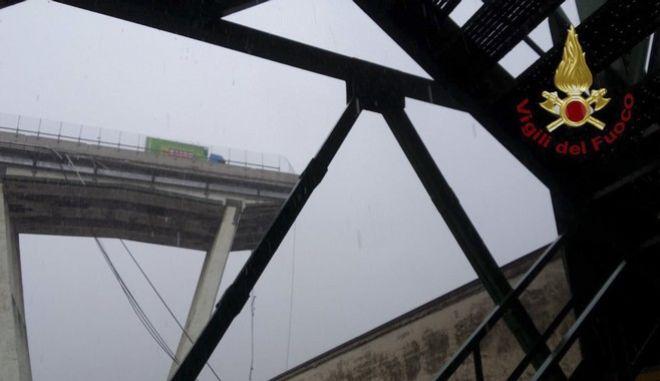 Γέφυρα κατέρρευσε στη Γένοβα