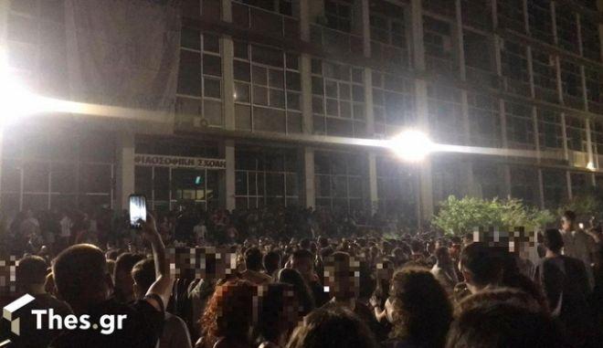 """Ένωση Αστυνομικών Θεσσαλονίκης: Το """"μπαλάκι"""" σε Πρυτανεία και κυβέρνηση για τα κορονοπάρτι στο ΑΠΘ"""
