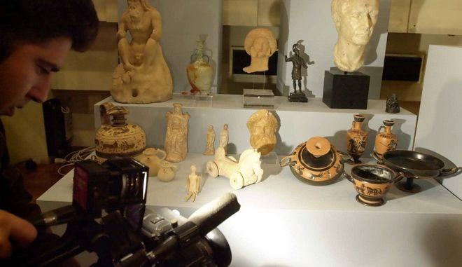 Αρχαία ελληνικά αντικείμενα, Αρχείο