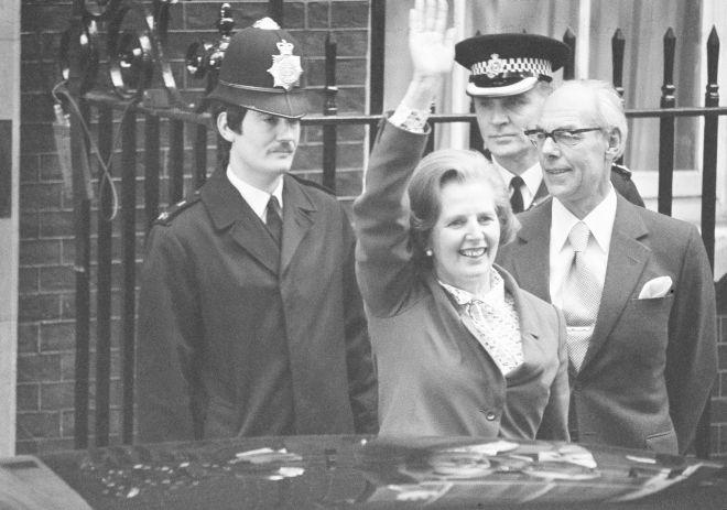 Η νέα πρωθυπουργός της Βρετανίας, Μάργκαρετ Θάτσερ και ο σύζυγός της Ντένις, φτάνουν στον αριθμό 10 της Ντάουνινγκ Στριτ