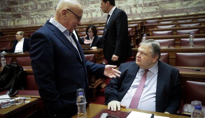 Στιγμιότυπο από την συνεδρίαση της Βουλής για τη συνταγματική αναθεώρηση