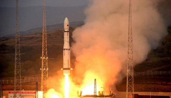Κίνα: Εκτοξεύεται το Shenzhou 11 με δύο αστροναύτες