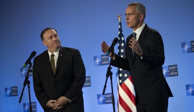 Ο γγ του ΝΑΤΟ Γενς Στόλτενμπεργκ και ο Αμερικανός υπουργός Εξωτερικών Μάικ Πομπέο στις Βρυξέλλες