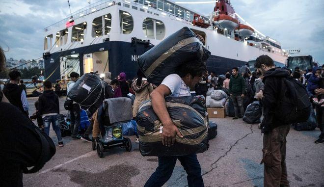 Άφιξη αιτούντων άσυλο στο λιμάνι του Πειραιά