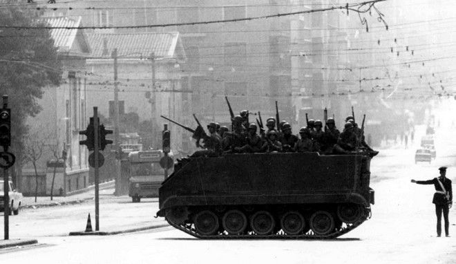 Tανκ στην οδό Πατησίων τις ημέρες της εξέγερσης