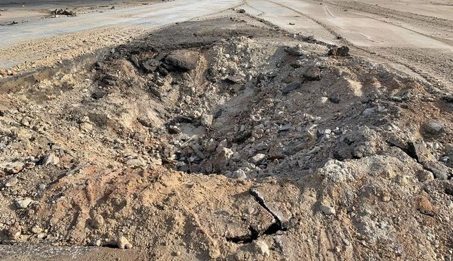 Κρατήρας από πύραυλο κατά ιρακινής βάσης με αμερικανικά στρατεύματα στο Ιράκ