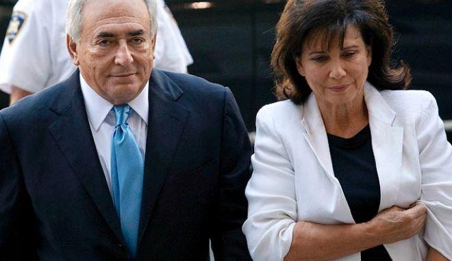 """Σκάνδαλο Στρος Καν: Αποκαλύψεις από την πρώην σύζυγό του - """"Ήξερε πώς να με πείθει"""""""