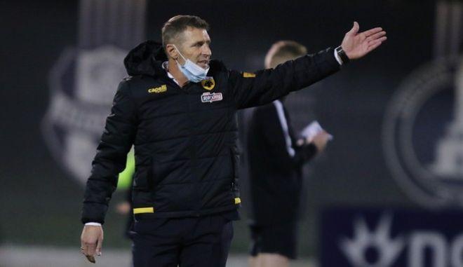 O Ιταλός προπονητής, Μάσιμο Καρέρα.