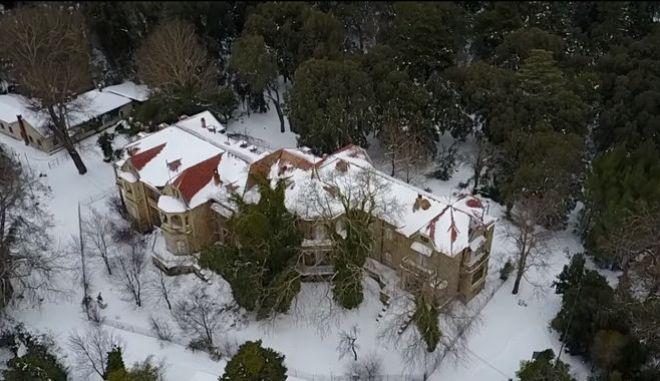 Υπέροχες εικόνες πάνω από το χιονισμένο Τατόι