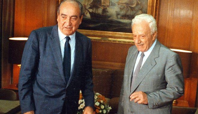 Ώρα του πρωθυπουργού: Η ιστορική πρώτη για τις αποζημιώσεις, ο τυπικός Σημίτης και ο εξαφανισμένος Σαμαράς