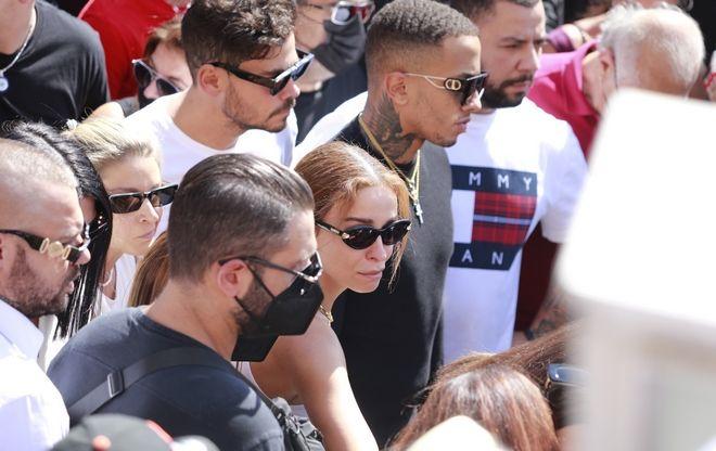 Η Ελένη Φουρέιρα στην κηδεία του Mad Clip