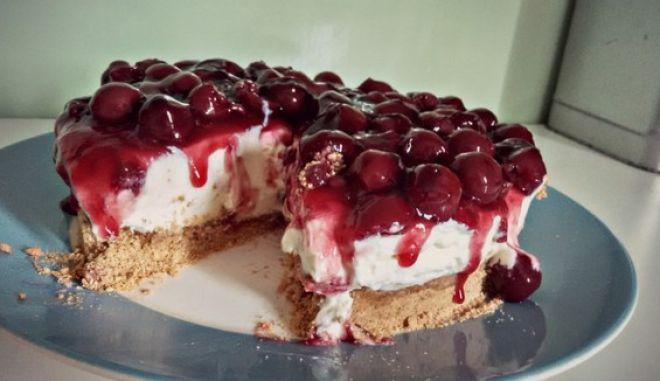 Cheesecake με επικάλυψη βύσσινο