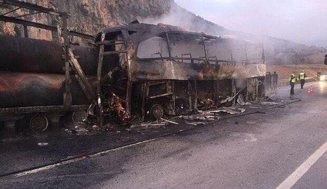 Τουρκία: Πολύνεκρη τραγωδία από σύγκρουση λεωφορείου με φορτηγό